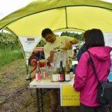 グラス片手に北海道の雄大な葡萄畑を巡る「農園開放祭2019」が開催。ドメーヌタカヒコの限定販売ワインも
